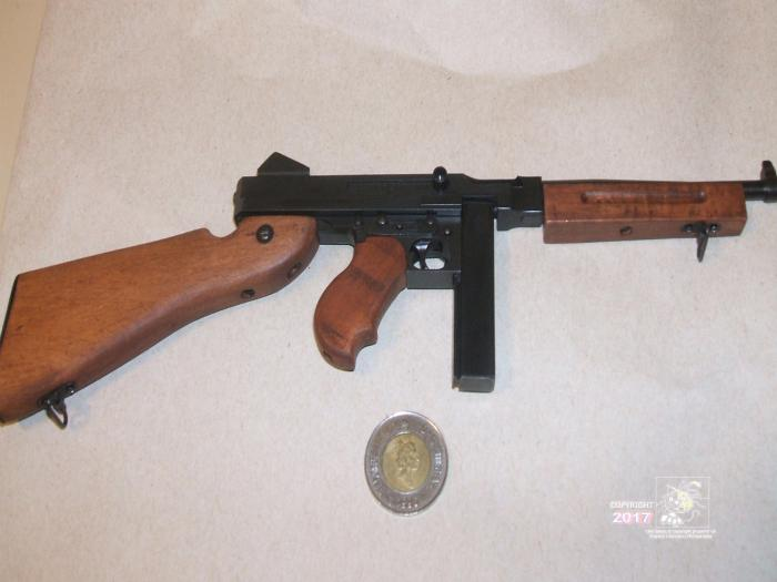 Miniature automatic weapon, replica of American Thompson submachine gun M1A1.