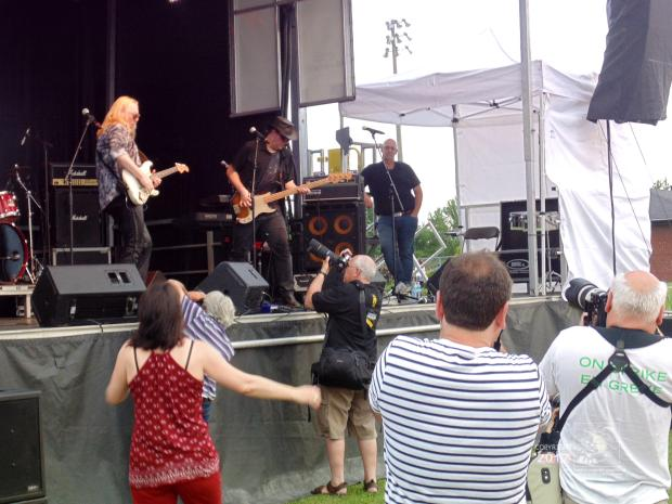 Motley camera toting amateurs create total digital madness trying to photograph Dwane Dixon Band at West Island Blues Festival.