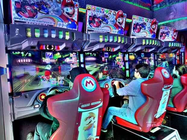 """Arcade seems to synchronize MarioKar laps because """"Lap1/2"""" appears in corner of display screens."""