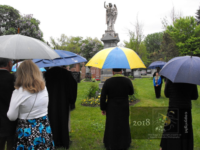 Rain and wet weather doesn't stop solemn religious ceremony in Notre Dame-des-Neiges cemetary.